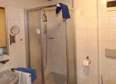 Dusche, WC.